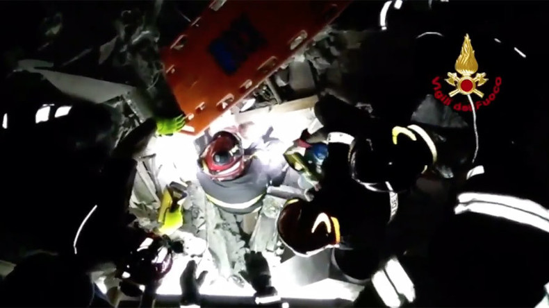 Dramatic video captures moment baby rescued from Naples earthquake rubble (VIDEO)
