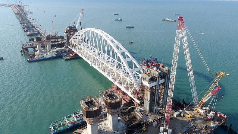 Russia installs Crimea bridge railway arch in unique operation (VIDEO)