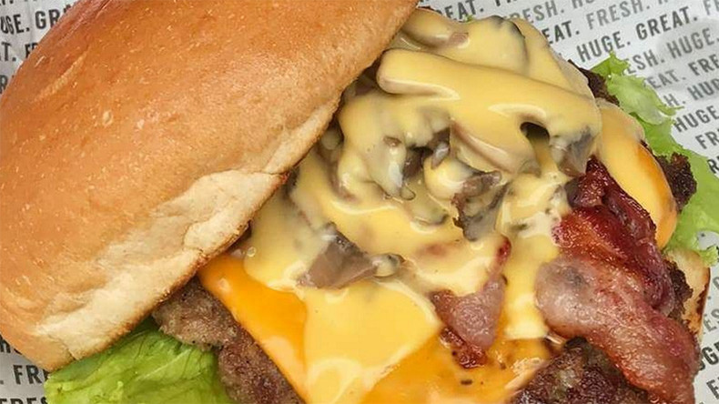 Hungry mobs descend on Philippines burger joint for 15 cents offer (PHOTOS & VIDEOS)