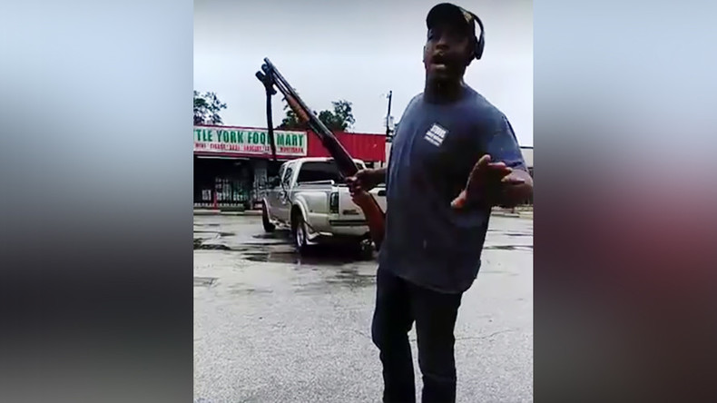 'That's a f**kin hero!': Ex-SWAT team deputy fends off Houston looters with shotgun (VIDEO)