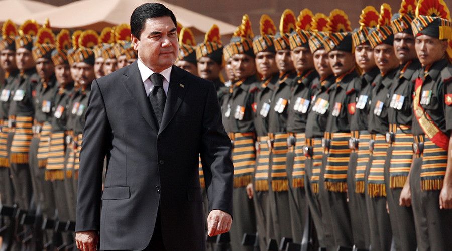 Turkmen leader channels inner Arnie for Commando-style troop inspection (VIDEO)