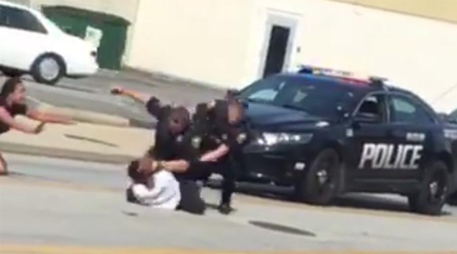 Brutal arrest of black man puts Ohio town on edge (VIDEOS)