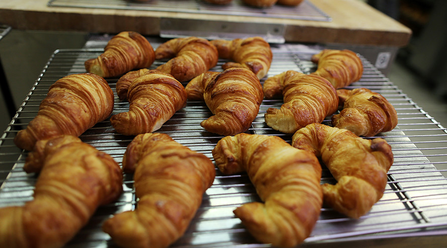 Sacré bleu: French up in arms over alt-croissant recipe (VIDEO)
