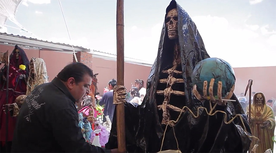 Pilgrims bow down before Saint of Death in Mexico (VIDEOS, PHOTOS)
