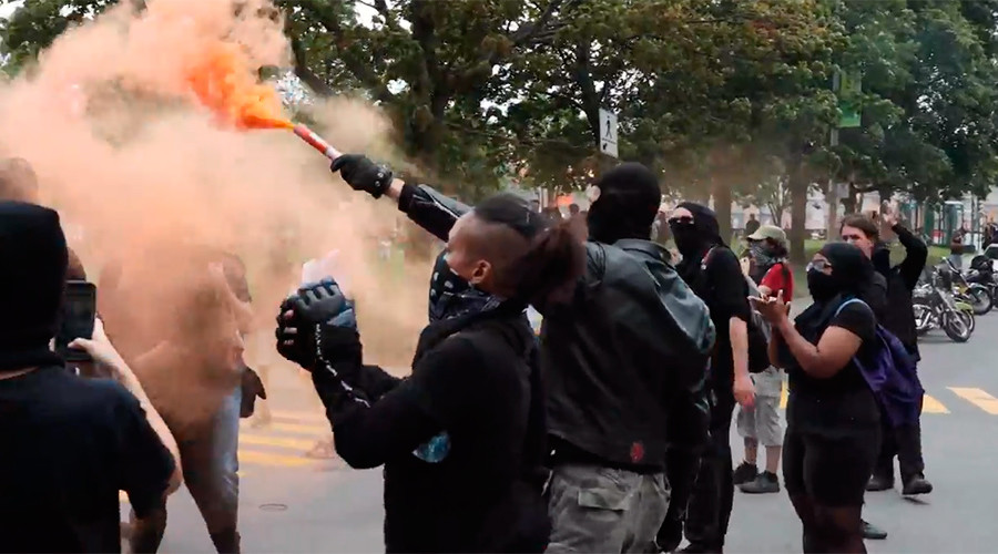 Clashes in Quebec as protesters block far right anti-immigrant demo (PHOTOS, VIDEOS)