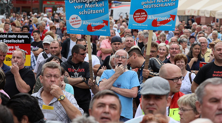 'Liar, liar': Merkel heckled by anti-refugee crowd at election rally (VIDEO, PHOTO)