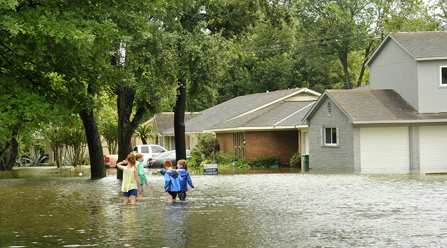 Texans dodge sinkholes & tornados, fish in houses flooded by Hurricane Harvey (VIDEOS)