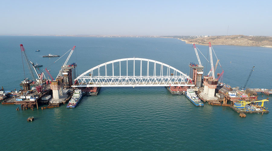 Crimea connection: Time-lapse video of 6,000-ton railway bridge arch being floated into place
