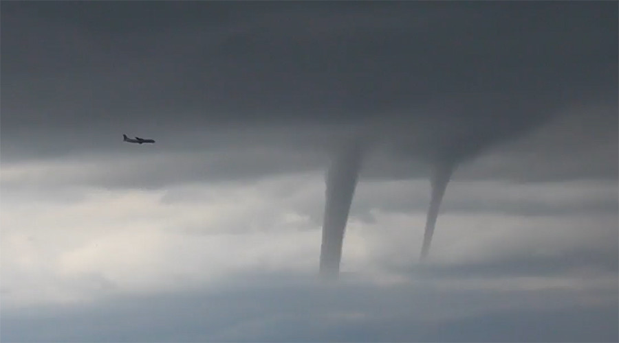 'Regular day in Sochi': Witnesses describe chilling plane landing through tornadoes (VIDEOS)