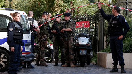Police and soldiers secure the scene where French soliders were hit and injured by a vehicle in the western Paris suburb of Levallois-Perret, France, August 9, 2017 © Benoit Tessier