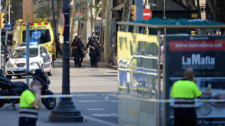 Armed policemen arrive in a cordoned off area in Barcelona on August 17, 2017 © Josep Lago