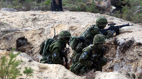 Estonian soldiers take part in NATO military exercise © Reuters