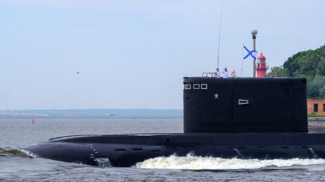 The Kolpino diesel submarine during the final rehearsal of the naval parade to celebrate Russian Navy Day in Kronstadt © Alexei Danichev