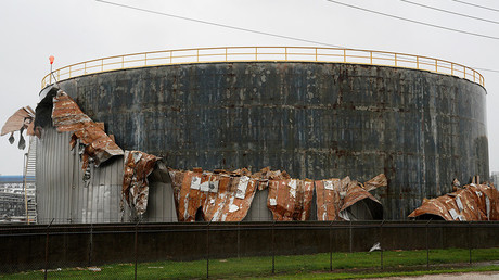 An oil tank damaged by Hurricane Harvey near Seadrift, Texas, August 26, 2017 © Rick Wilking
