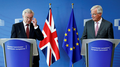 Britain's Secretary of State for Exiting the European Union David Davis (L) and European Union's chief Brexit negotiator Michel Barnier. © Francois Lenoir