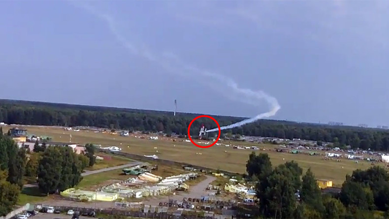 An-2 plane crashes outside Moscow in front of spectators, killing 2 on board (VIDEO)