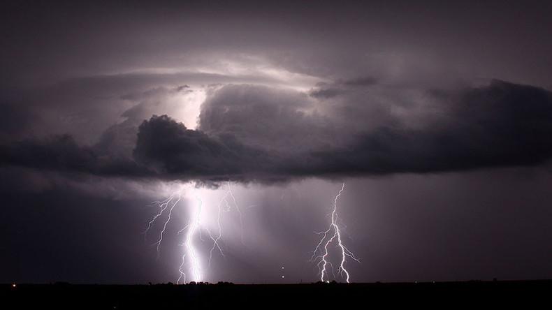 Astonishingly close lightning strike stuns staff at Quebec hunting lodge (VIDEO)