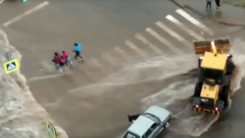 Flash flood in Russia carries away child in stroller, prompting desperate chase (VIDEO)