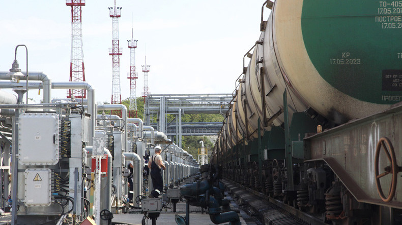 Russian earnings from oil jump 35%