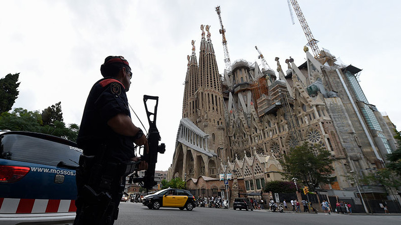 Sagrada Familia in Barcelona briefly cordoned off as bomb squad checks suspicious van