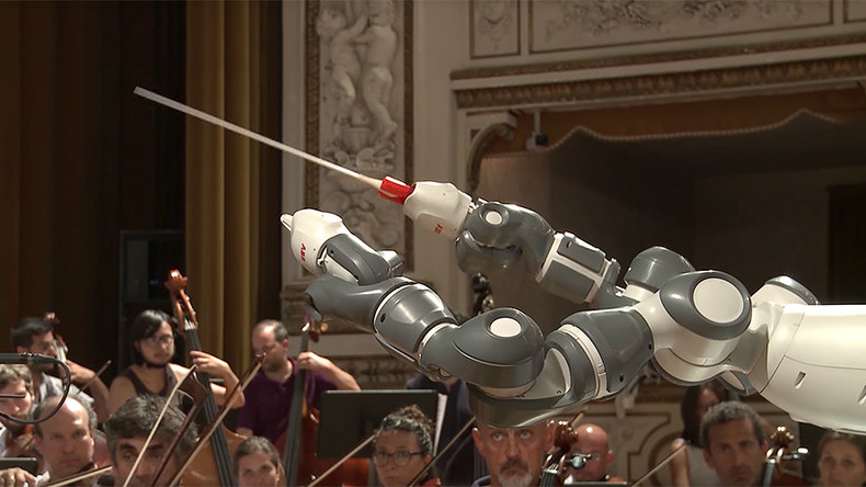 Bocelli sings praises of robotic conductor (VIDEO)
