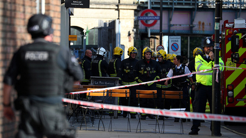 Twitter users urge calm after Parsons Green tube explosion