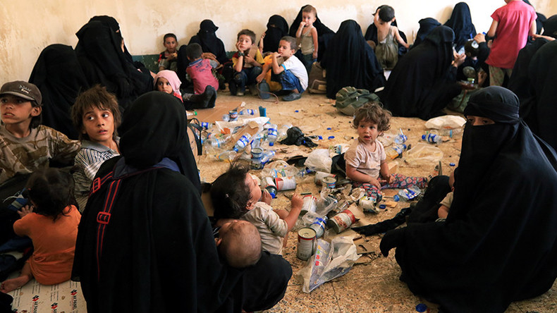 Iraq plans to deport wives & children of Islamic State extremists – report