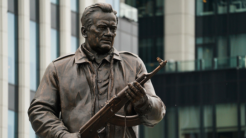 Monument to Kalashnikov & iconic firearm unveiled in Moscow (VIDEO)