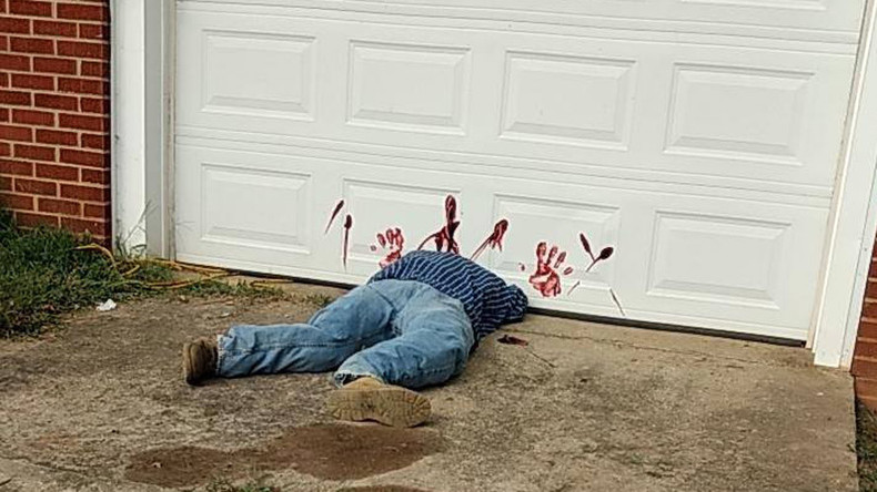 'Bloodied dead body' under garage door triggers flood of 911 calls (PHOTO)