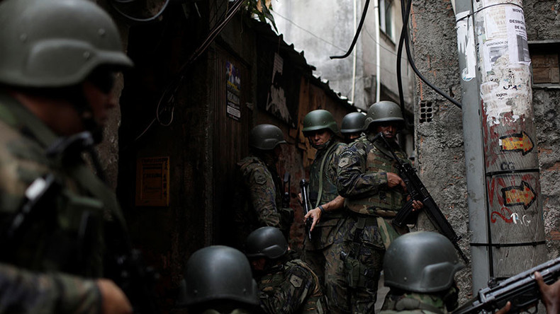 Rio favela turns into warzone as hundreds of troops quell gang violence outbreak (VIDEOS)