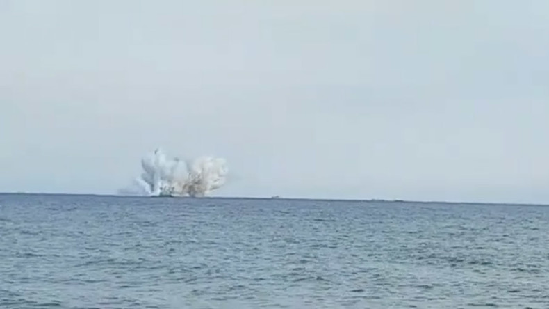 Eurofighter jet plunges into sea at Italian air show, killing pilot (VIDEO)