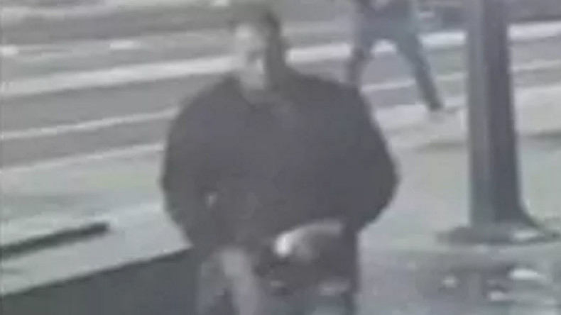 CCTV captures another London acid attack, perpetrator seen calmly walking away (VIDEO)