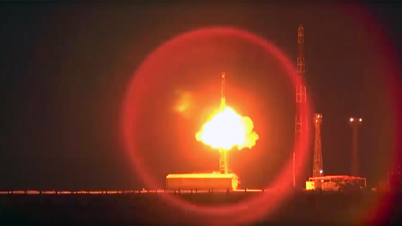 ABM-piercing warhead bolts through night Russian skies atop Topol ICBM (VIDEO)