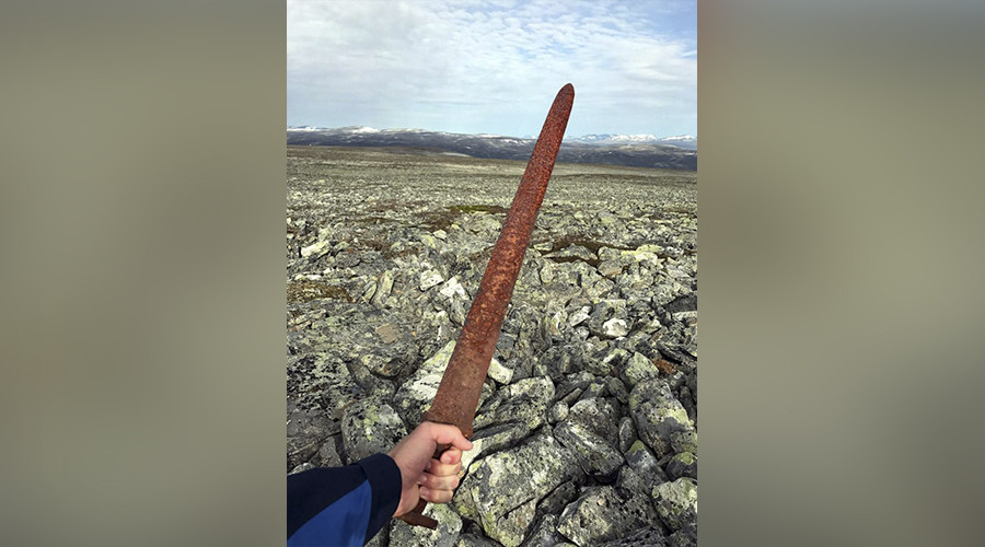 'Mysterious' 1,100yo Viking sword discovered on remote mountain (VIDEO, PHOTOS)