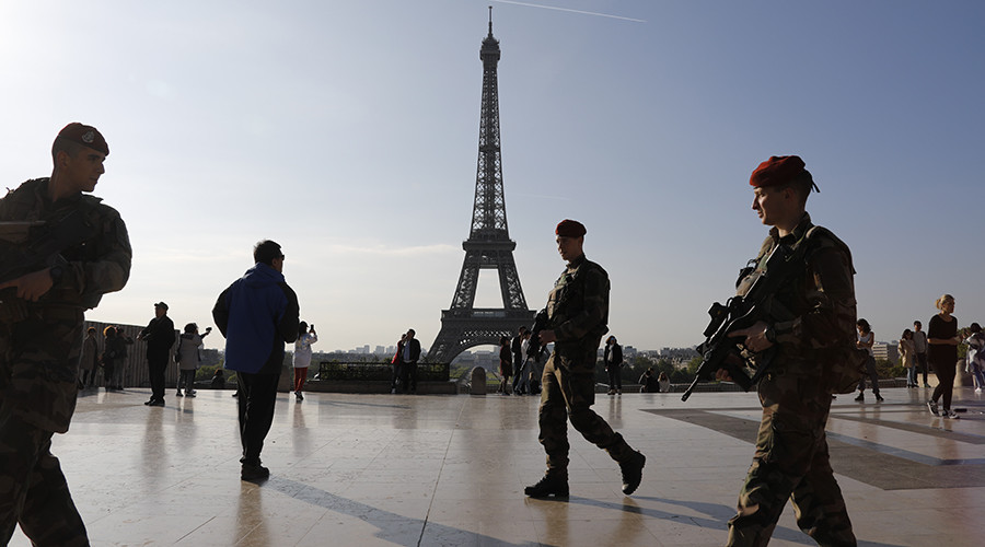Man with knife attacks soldier in Paris