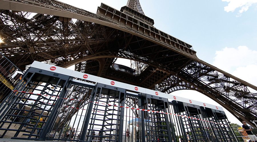 Eiffel Tower goes bulletproof: France ups security at iconic site (PHOTOS)