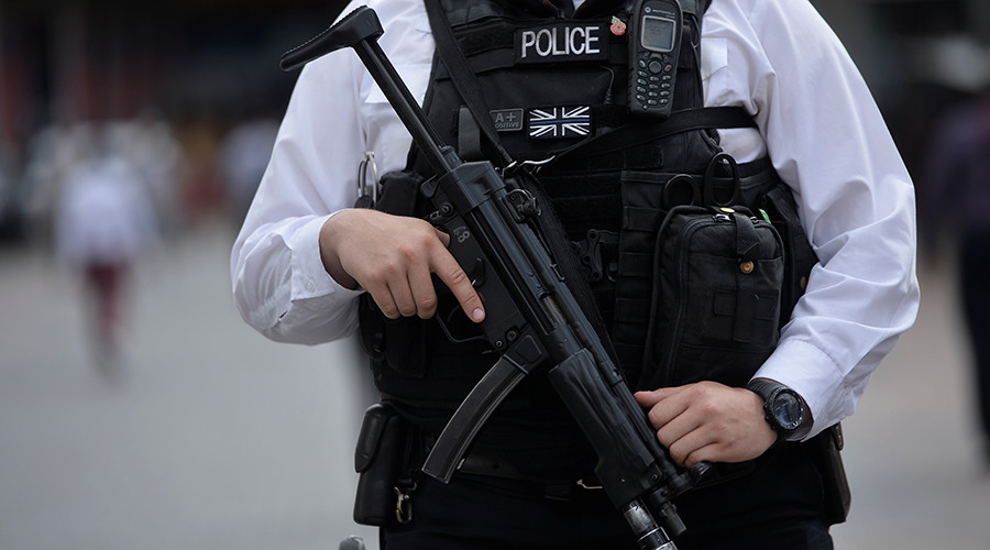 Armed police cordon off area of London Liverpool Street after 'suspicious package' found