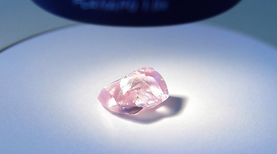 Russia's Alrosa recovers huge pink diamond