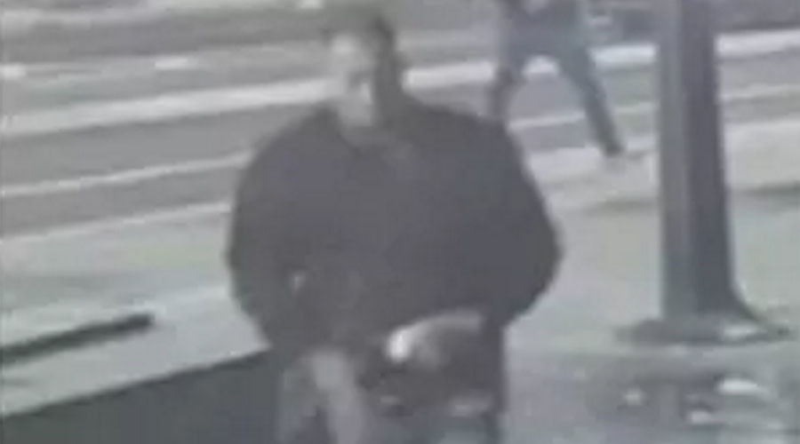 CCTV captures another London acid attack, perpetrator seen calmly walking away (VIDEO)