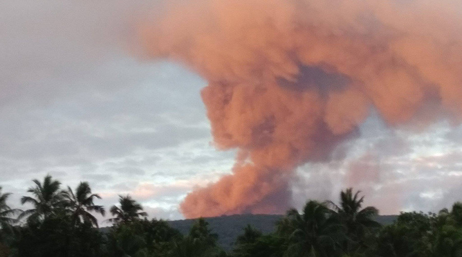 Mass evacuation ordered as lava & toxic gas threatens to overwhelm island (VIDEO)