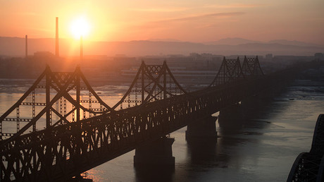 The bridge linking North Korea with the Chinese border city of Dandong © Johannes Eisele