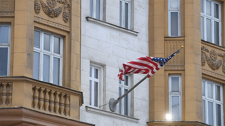 The US national flag on the front of the US Embassy building in Moscow. © Iliya Pitalev