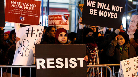 People protest against President Donald Trump's travel ban in New York City, U.S., February 1, 2017 © Brendan McDermid