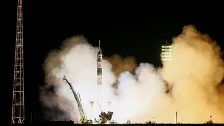 Soyuz spacecraft lifts new crew to space station (VIDEO)