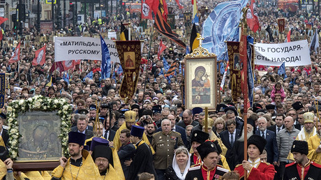 "A cross procession to mark the relocation of Saint Alexander Nevsky's relics in St. Petersburg. One of the banners reads: ""Matilda is a slap in the face of the Russian people."" © Aleksandr Gal'perin"