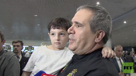 2 Russian orphans whose parents were killed in Iraq arrive in Moscow (VIDEO)