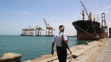 Yemeni rebels threaten to 'target Saudi oil tankers' if coalition attacks port of Hodeidah