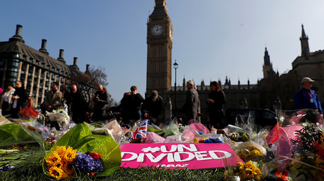 Floral tributes lie in Parliament Square following the attack in Westminster, central London, Britain March 27, 2017. © Stefan Wermuth