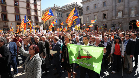 'Don't underestimate Catalan strength': Mayors march in defiance of Madrid (PHOTOS, VIDEO)