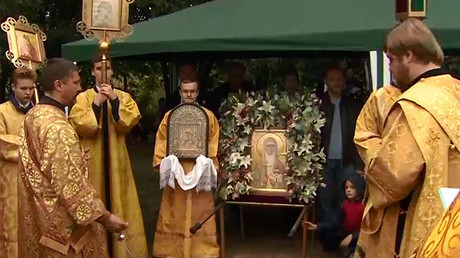 Orthodox Christians join procession commemorating Russian Revolution royalty (VIDEO)